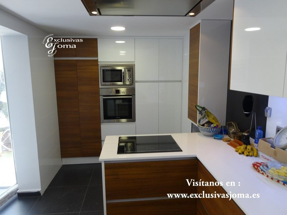 Reforma de cocina integral de chalet en tres cantos muebles de cocina combinados en madera y - Antalia cocinas ...