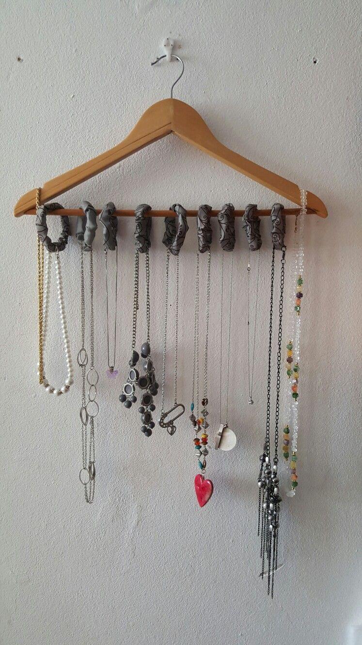 Diy para colgar collares belamapirosa muestras de - Para colgar collares ...