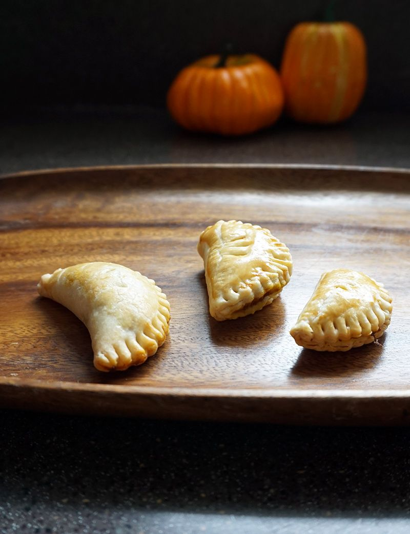Sweet AND savory pumpkin pasties recipe from @bijouxandbits ...