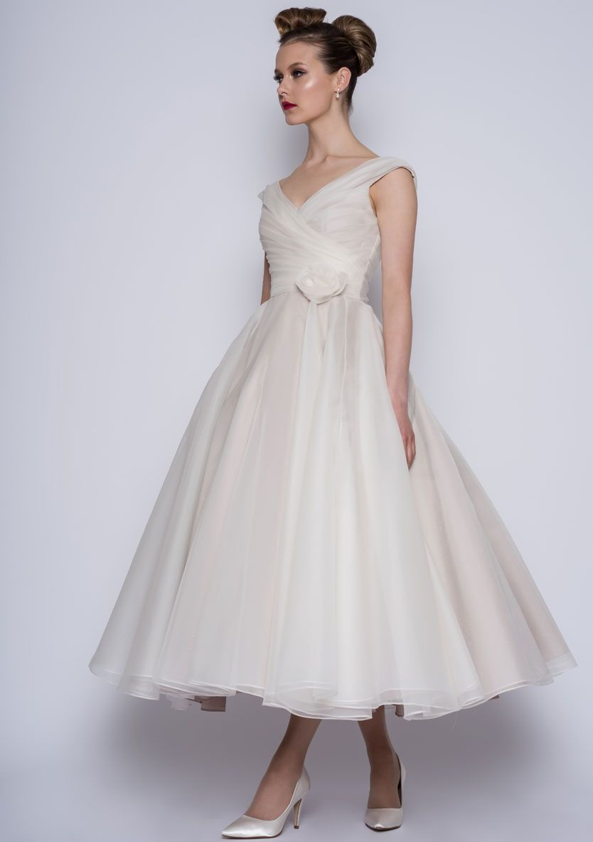 Loulou Bridal Modele Amelie Vintage Style Wedding Dresses Wedding Dresses 50s 50s Wedding Dress Long [ 1183 x 834 Pixel ]