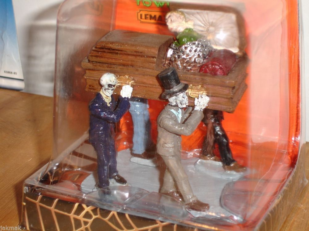 LEMAX Spooky Town EARLY TO BED Skeletons and Coffin Halloween Scene New