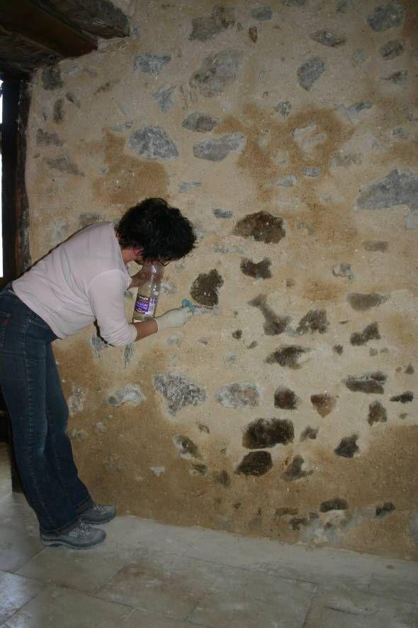 Rejointoyer un mur à pierres vues avec un mortier de chaux - Enduire Un Mur Exterieur En Parpaing
