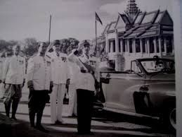 9 novembre 1953 Proclamation de l'indépendance du Cambodge #politique https://t.co/3flxqfwIr5 https://t.co/DQKpFn313G