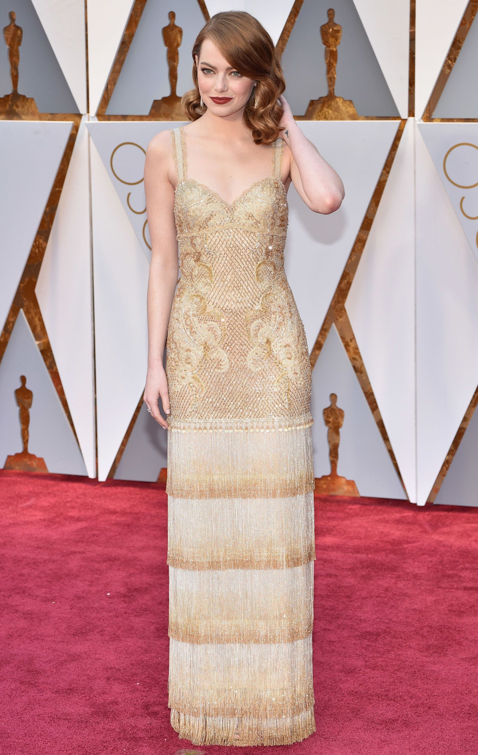 Roter Teppich Hollywood Kleider You Won 39t Believe How Long Emma Stone 39s Oscars Dress Took