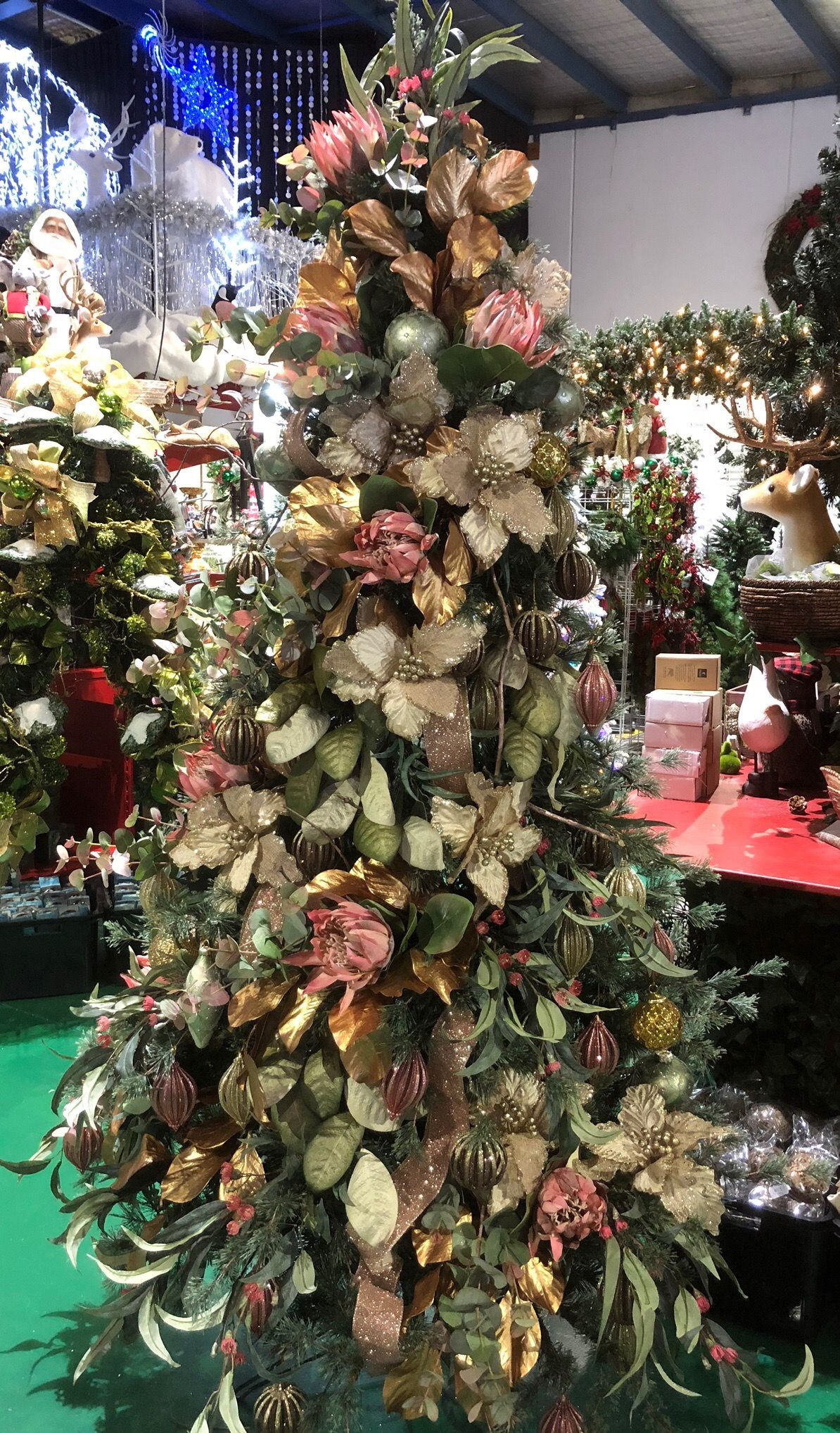 Australian Christmas Tree For 2018 Christmas Decorations Xmas Trees Australian Christmas Tree Christmas Floral Arrangements