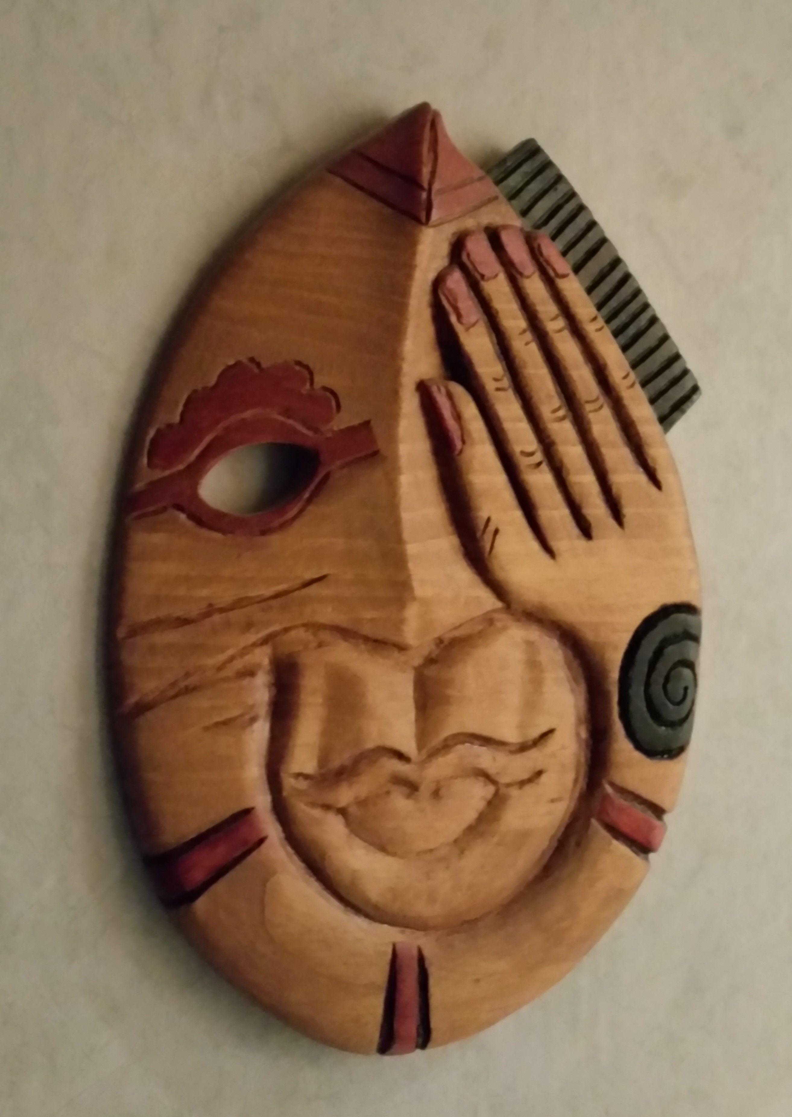 Mascara tallada con Dremel sobre madera de pino Mask carved with ...