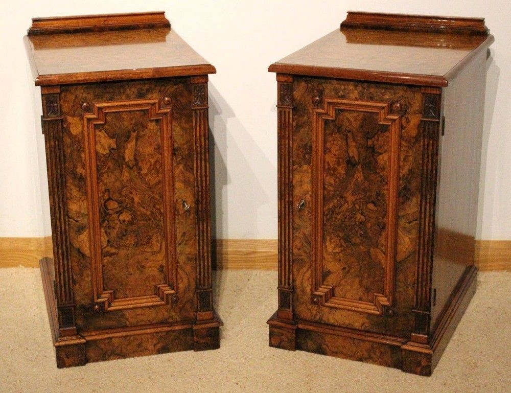 A Good Pair Of Burr Walnut Victorian Period Antique Bedside Cabinets - A Good Pair Of Burr Walnut Victorian Period Antique Bedside Cabinets