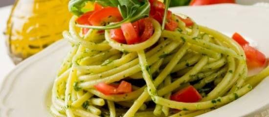 Pasta Met Rucola Pesto En Oven Gebakken Tomaten recept | Smulweb.nl