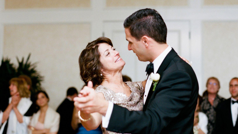 картинки сын женился луковицу входит