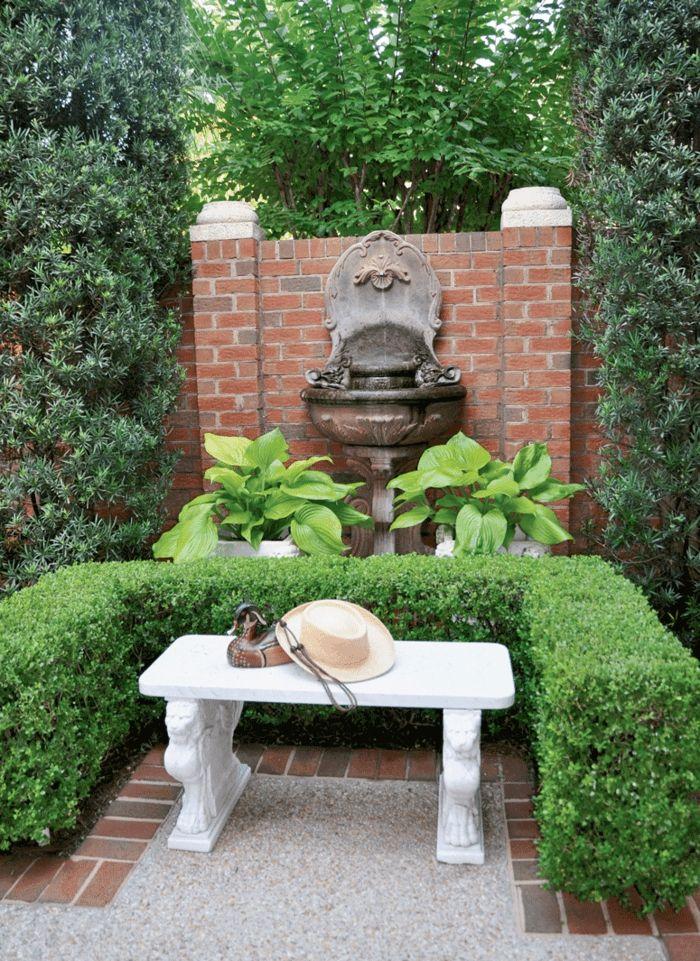 kleinen garten gestalten weiße gartenbank hecke brunnen Garten - kleiner garten gestalten