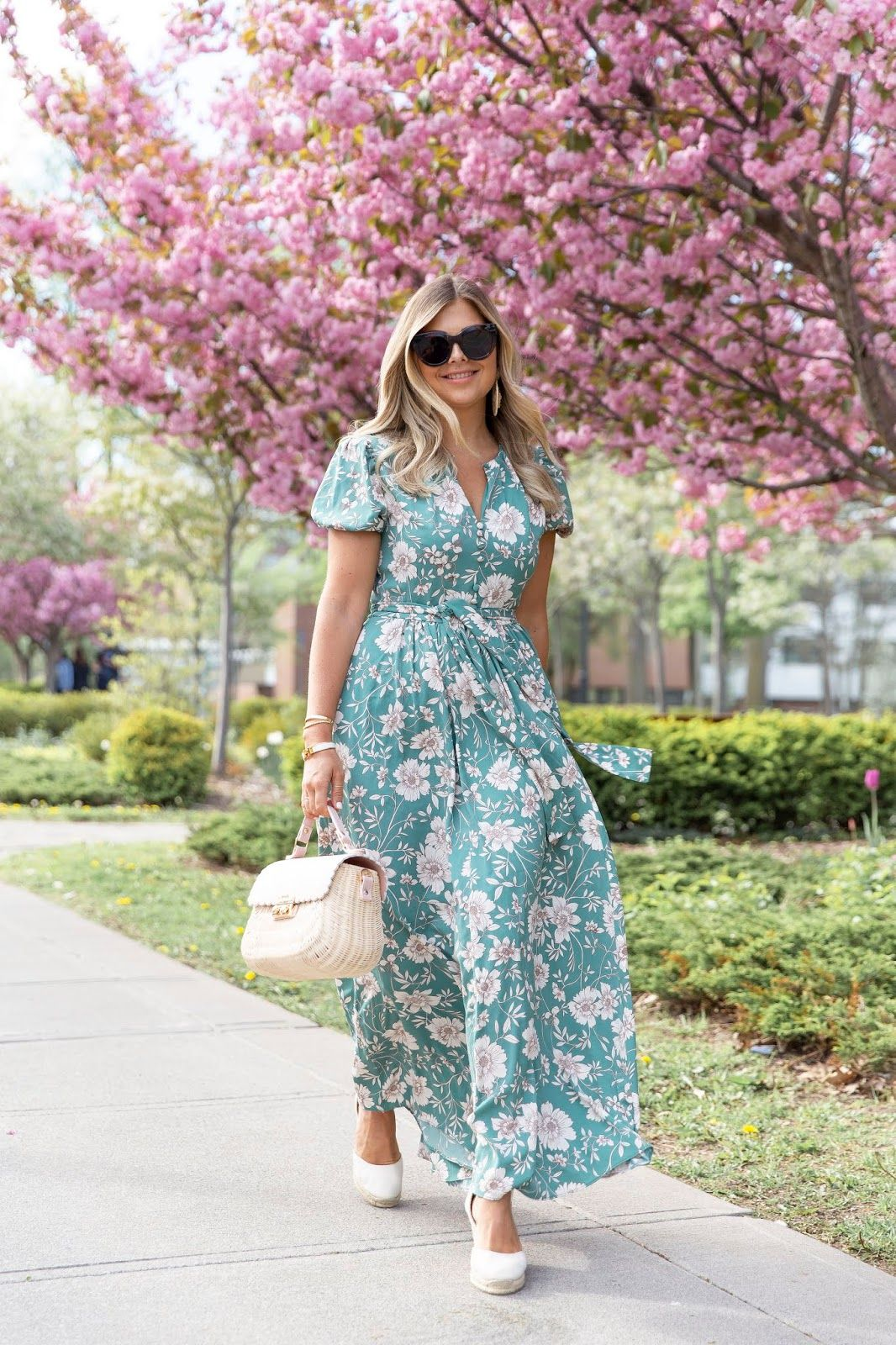 The One That Didn T Get Away Krystin Lee Beautiful Summer Dresses 9to5chic Outfits Dresses [ 1600 x 1066 Pixel ]