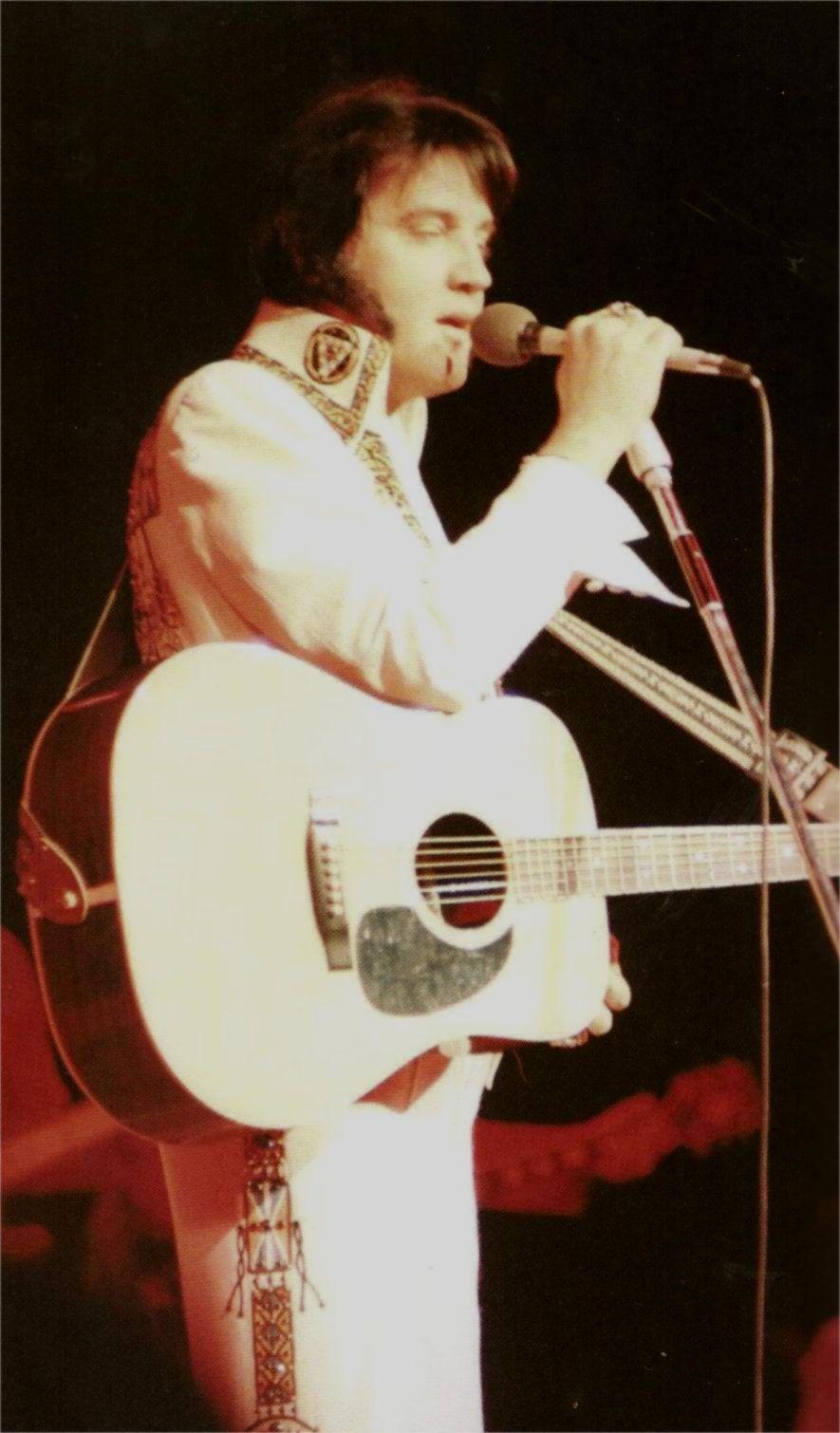 Elvis at the Hilton of Las Vegas , december 7  1976
