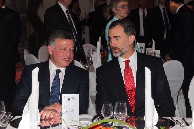 Su Majestad el Rey junto a Su Majestad el Rey Abdullah II de Jordania momentos antes de la cena Aquisgrán (Alemania), 13.05.2015