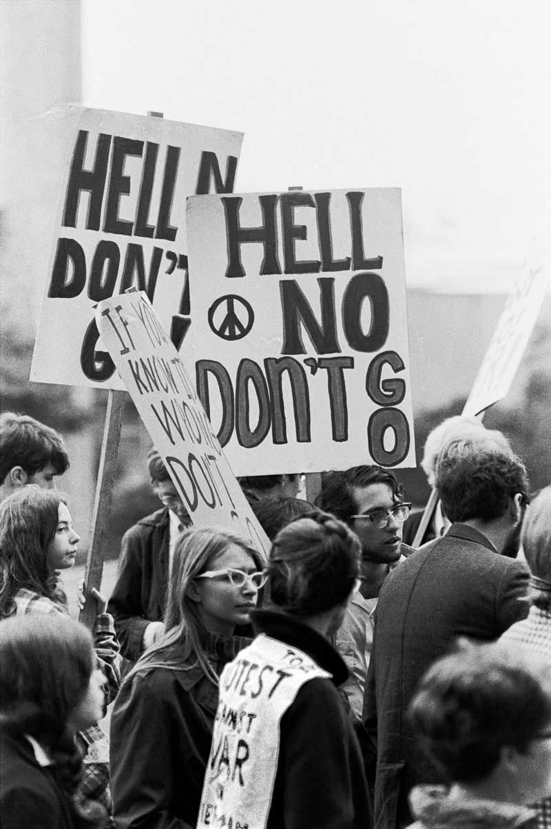 Support Demonstration For Draft Resister Mike Leavy At Seattle S Federal Building September 13 1968 Copyright C Vietnam Protests Anti War Hippie Movement