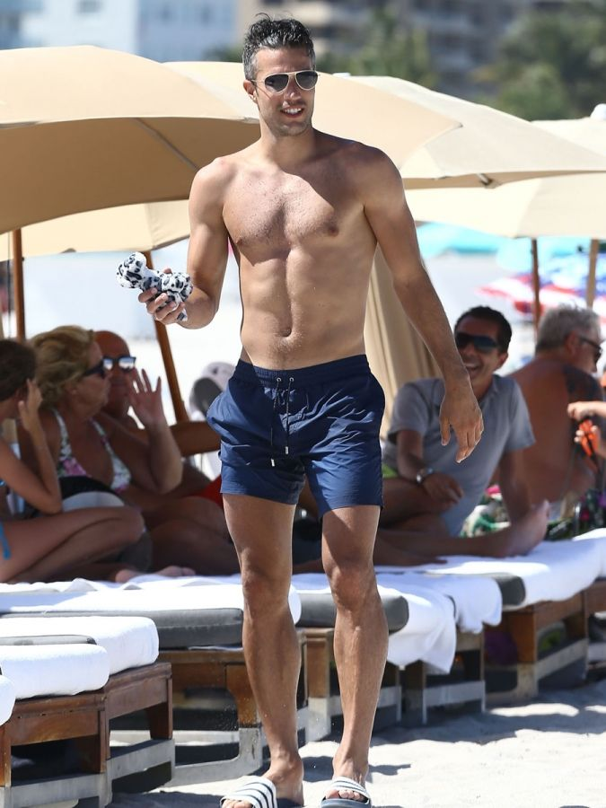 Robin van persie shirtless male celebrities of 2015 mans robin van persie shirtless male celebrities of 2015 voltagebd Images