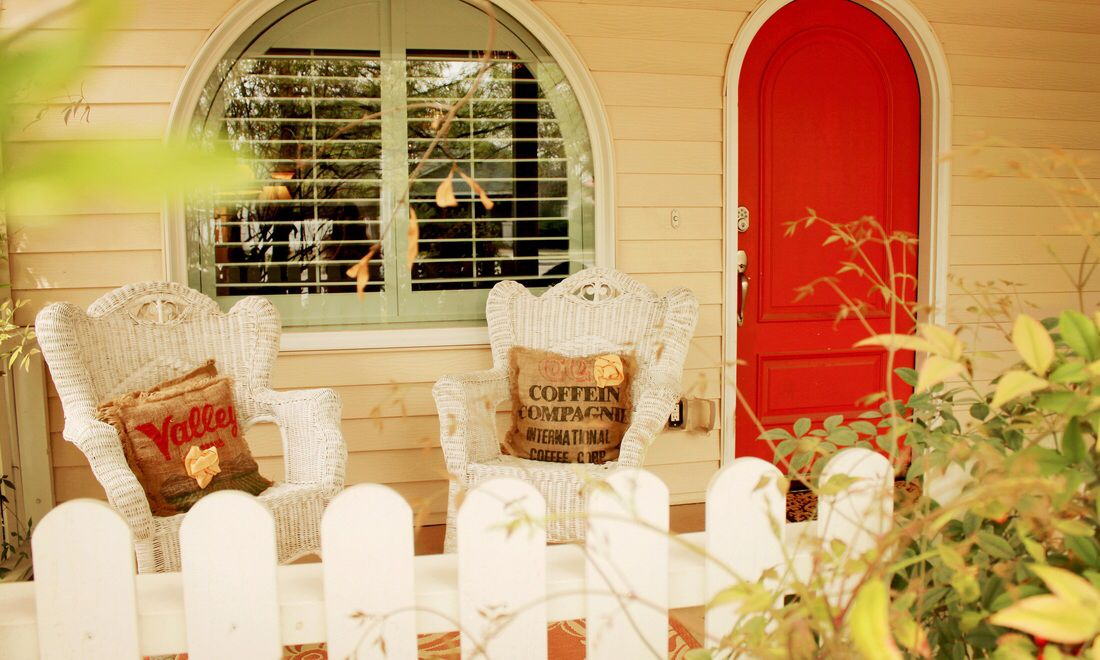 Fiddler's Inn Bed and Breakfast: Enjoy the view from my front porch while you sip your morning coffee!