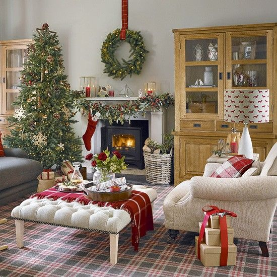 red and white christmas living room with tartan carpet christmas christmas christmas living. Black Bedroom Furniture Sets. Home Design Ideas