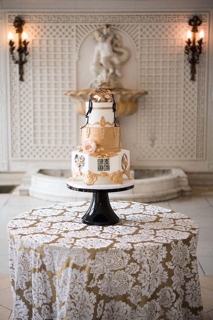 Masquerade-inspired wedding cake - Photo: Elizabeth Nord Photography; Event Design: Vision of Elegance Events
