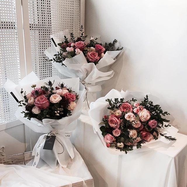 . . #플로리스트클래스 . . 수 11:30am 목 7:00pm 일 12:00pm . . #Lesson #Order Katalk ID vaness52 WeChat ID vaness-flower E-mail vanessflower@naver.com 070-7522-6813 . . #vanessflower #flower #florist #flowershop #handtied #flowerlesson #flowerclass #플라워 #바네스플라워 #플라워카페 #플로리스트 #꽃다발 #부케 #원데이클래스 #플로리스트학원 #플라워레슨 #플라워아카데미 #꽃수업 #꽃주문 #花 #花艺师 #花卉研究者 #花店 #花艺