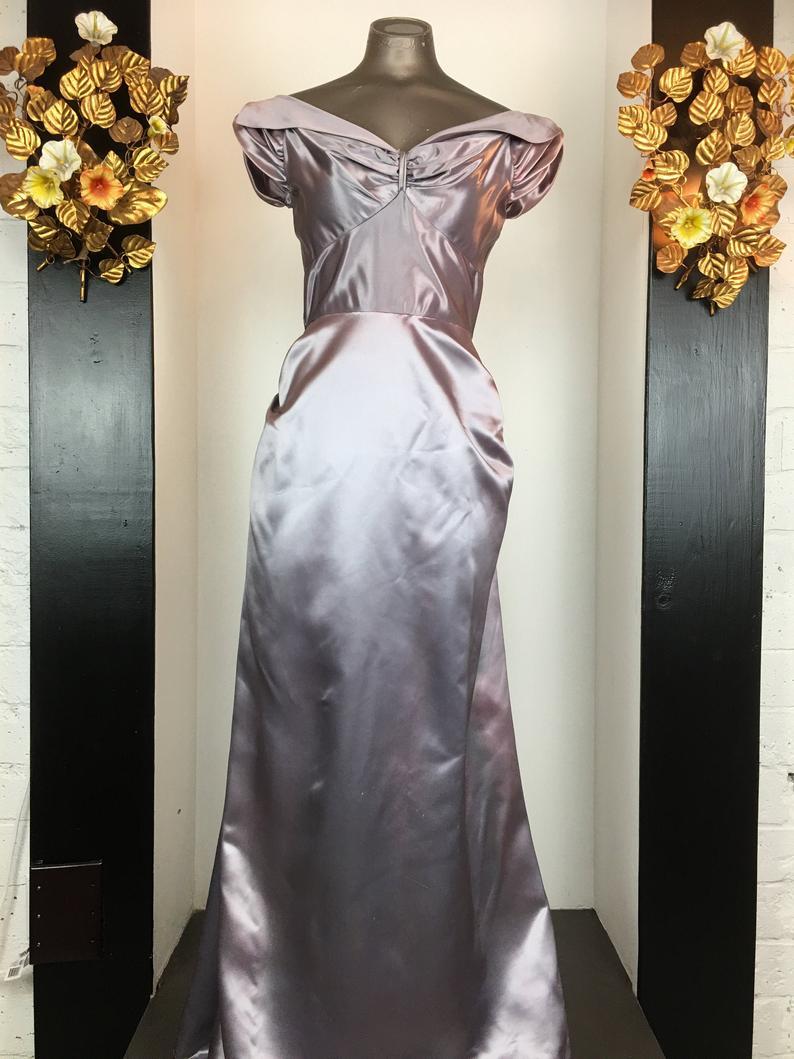 1940s Satin Gown Vintage 40s Dress 1940s Formal Dress Size Etsy Vintage 40s Dress 1940s Dresses Dresses [ 1059 x 794 Pixel ]