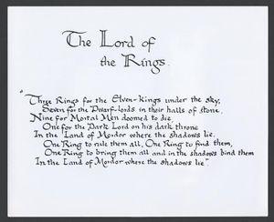 Dit is de quote waar J.R.R Tolkien ieder deel van de trilogie mee begint. Het ontstaan van de ring.