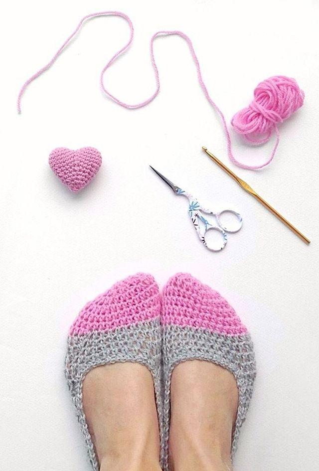 Crochet slippers & a mini heart | crochet | Pinterest | Tejido ...