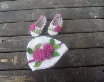 Crochet hats, gift hat, girl hat, children hat, baby hat, flowery hats, white hats, baby booties, knit booties, baby slippers
