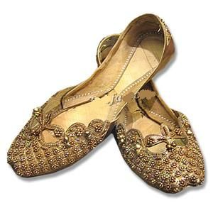 1c09e45803bb7 khussa   Shoes in 2019   Indian shoes, Shoes, Bridal shoes