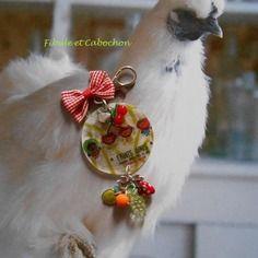 """Bijou de sac  vintage - porte clefs - """"fruits girls"""" - grosse pastille illustrée - breloques fruits - noeuds - multicolore et argenté"""