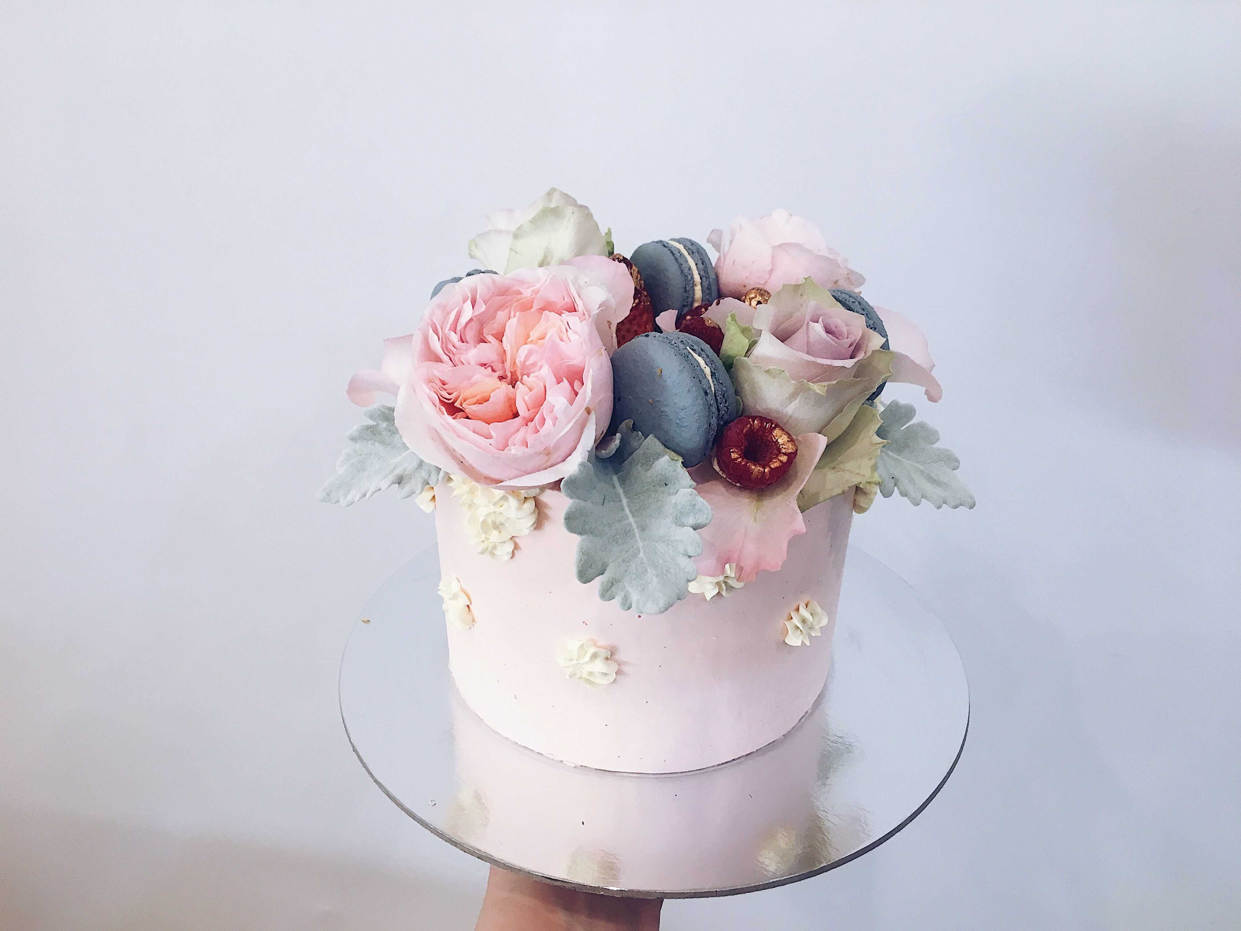 A Love Of The Outdoors Inspired This Couple S Wedding Wedding Cake Simple Elegant Simple Wedding Cake Elegant Wedding Cakes