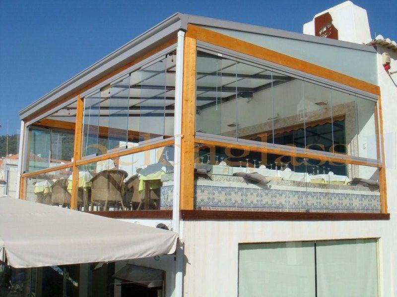 Cerramiento de terraza restaurante compuesto de techo movil - cortinas para terrazas