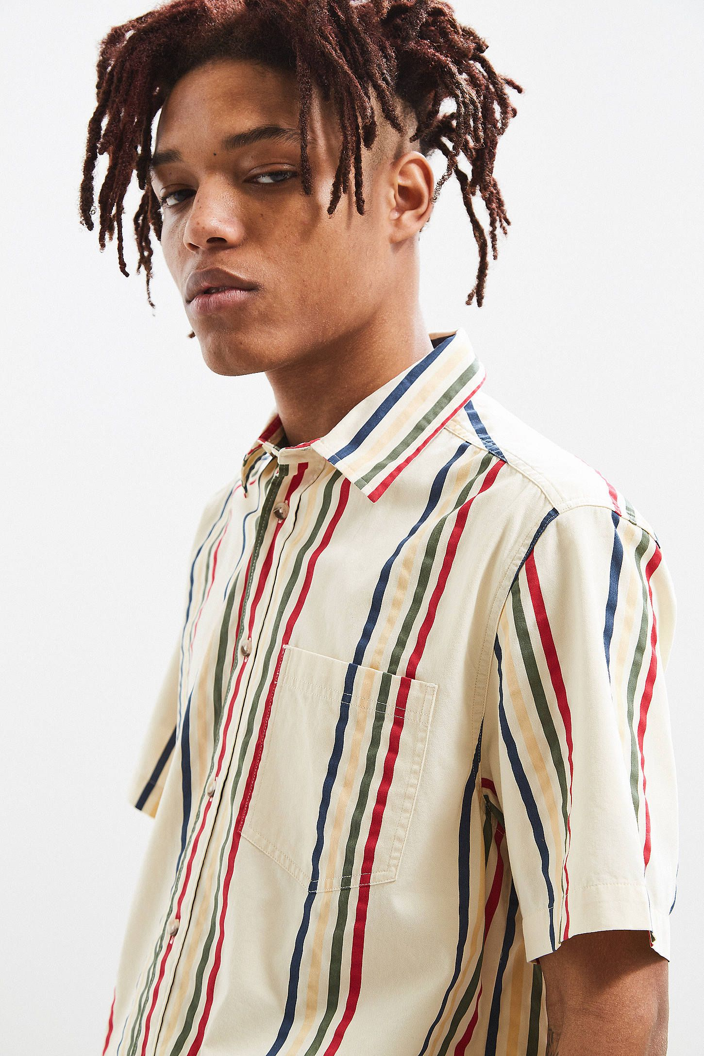 5679cbdbc UO '90s Vertical Stripe Short Sleeve Button-Down Shirt | Urban Outfitters