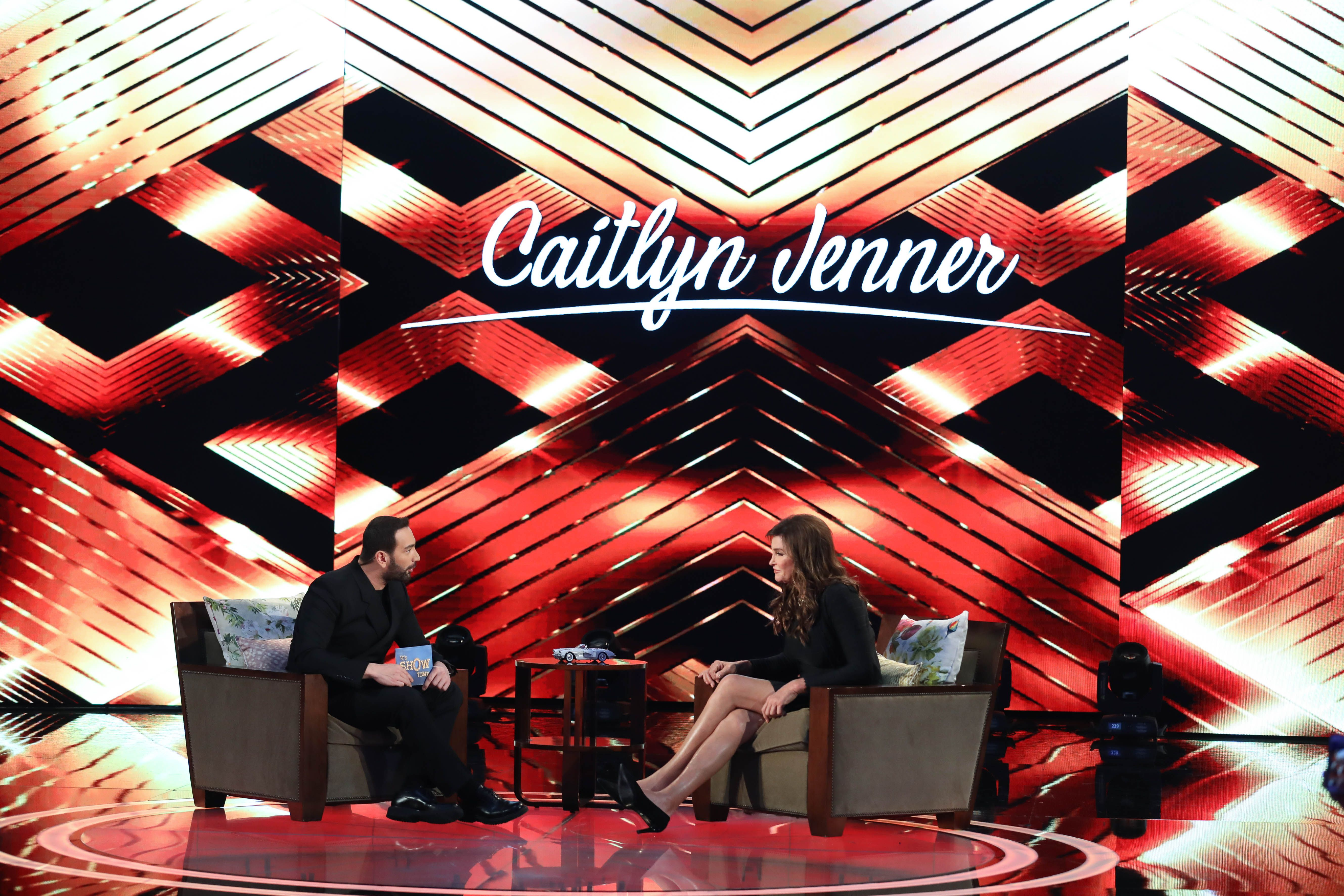 Caitlyn Jenner S Surprise Visit To Greece For It S Show Time Surprise Visit Celebrity Travel Showtime
