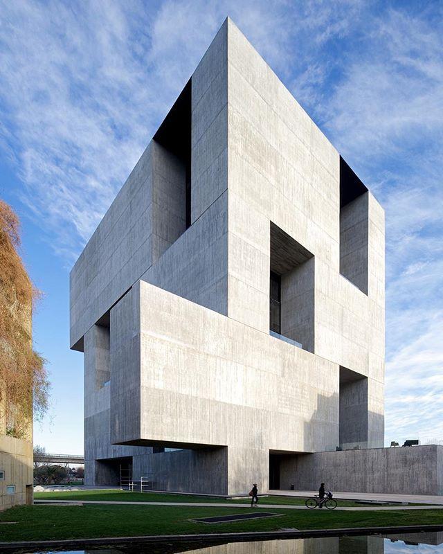Chilean Architect Alejandro Aravena has won the 2016 Pritzker Architecture Prize!!  #Chile #Pritzker ///  El Arquitecto Chileno Alejandro Aravena recibe este año el afamado premio Pritzker de Arquitectura (2016)! Orgullo Latinoamericano.   #d_signers