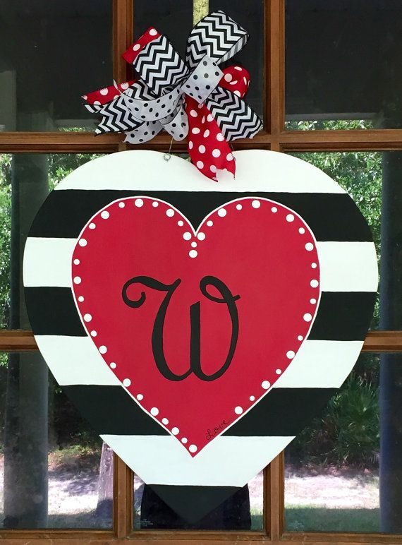 Soul D/écor Valentine Decorations How Sweet Love Wood Look Red Background Wooden Heart Shaped Door Sign with Red Satin Ribbon