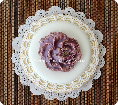 Peony Flower Cookie- look at the edging wow!