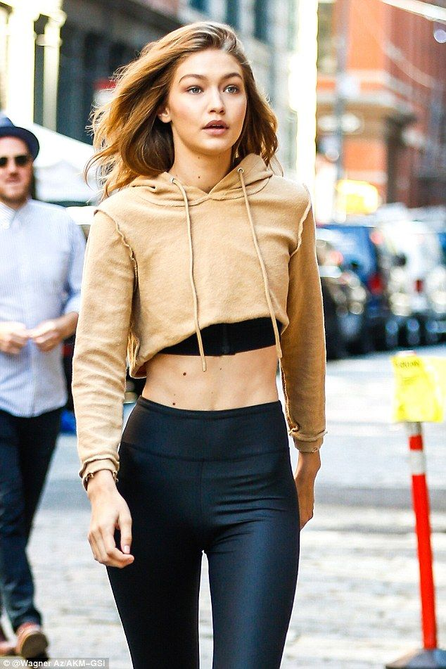 641cb5c0fc980 She s tops! The blonde Vogue favorite wore a hoodie crop top with black shirt  underneath.