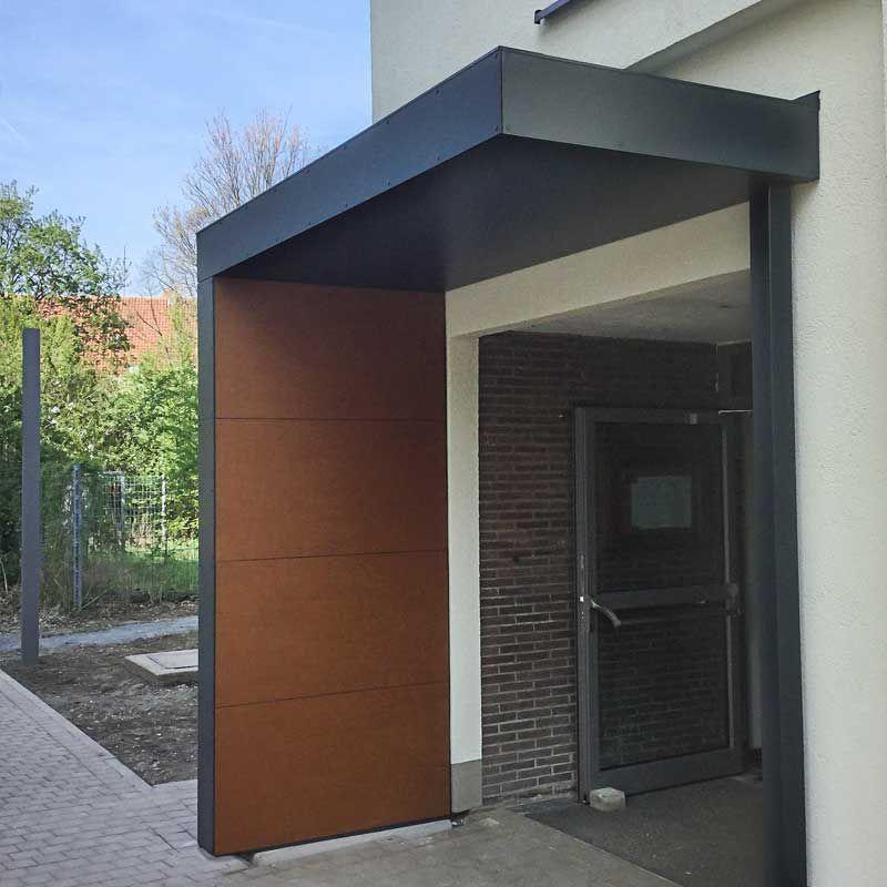 Eingangsüberdachung mit Stütze und optionalem Holzdekor in