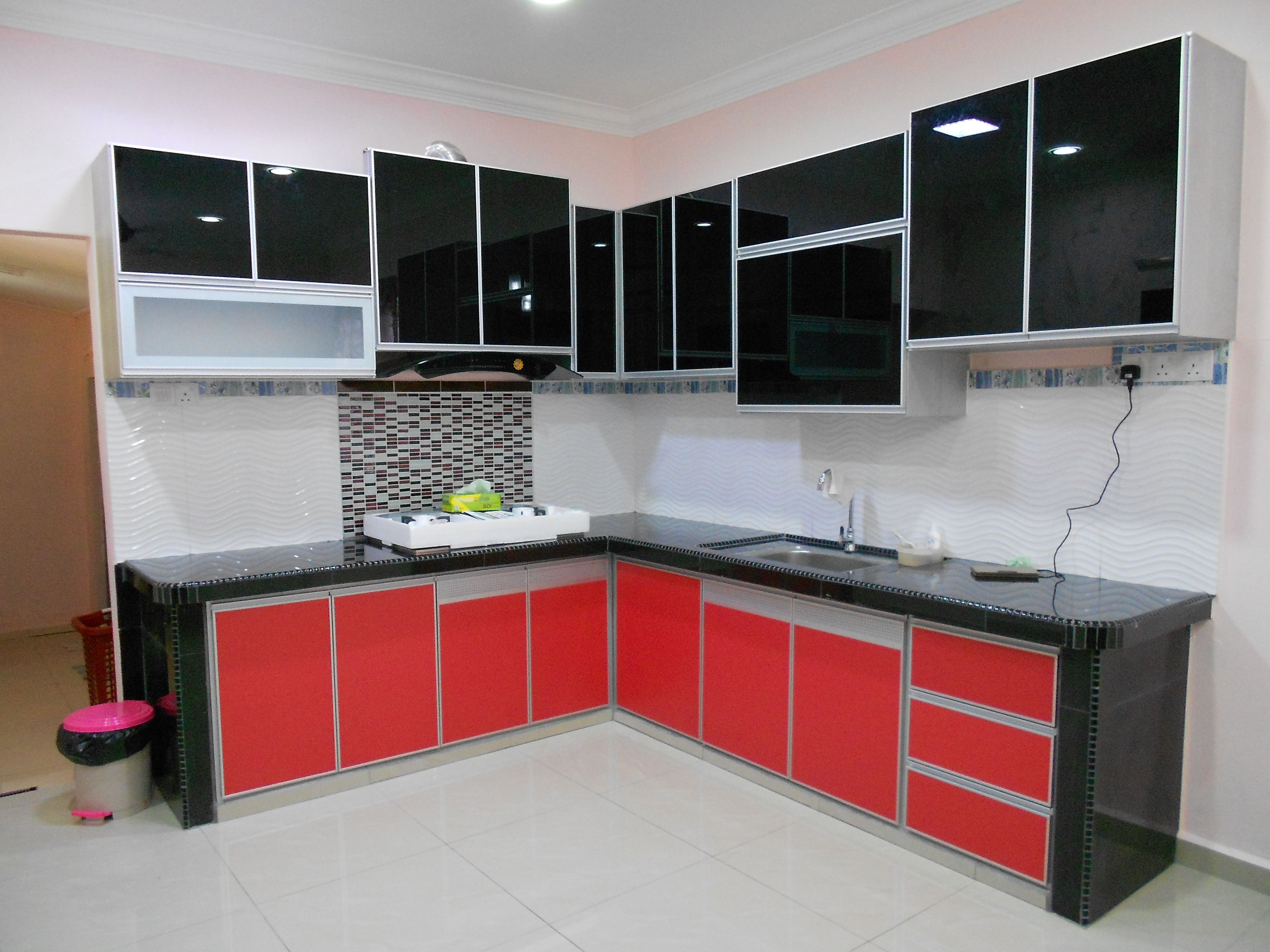 Find This Pin And More On Kabinet Dapur Hitam Merah Aluminium Sepenuhnya By Yazidjembi