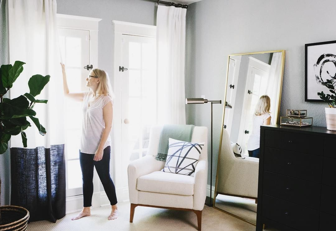Be like our COO, Jessie, and create a reading nook in your bedroom. Extra points for color-blocking curtains and a graphic pillow! #bedroomgoals