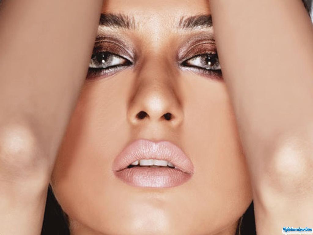 Iman Ali, Pakistani model, flawless dramatic makeup