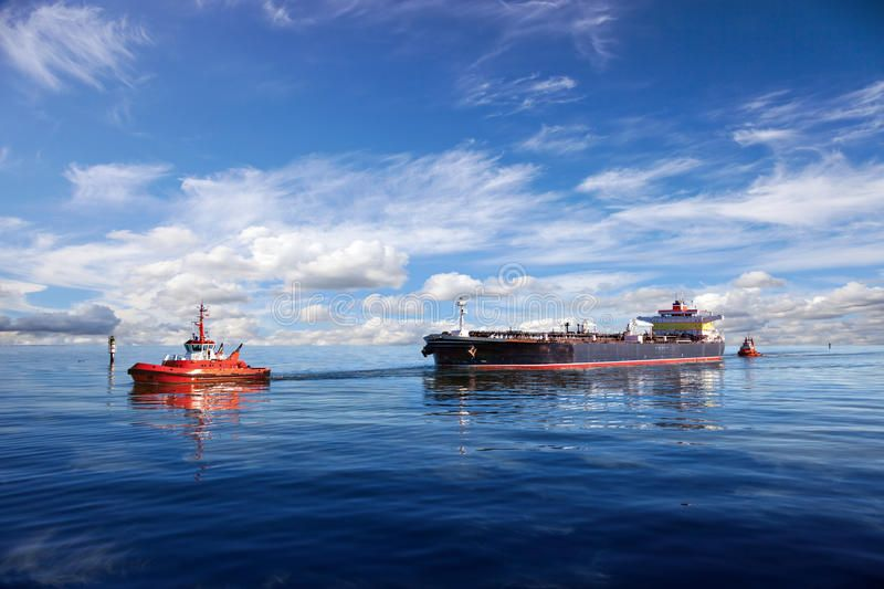 Tanker Ship Being Guided Into Port By Two Tugs Affiliate Ship Tanker Guided Tugs Port Ad Tanker Ship Ship Fleet