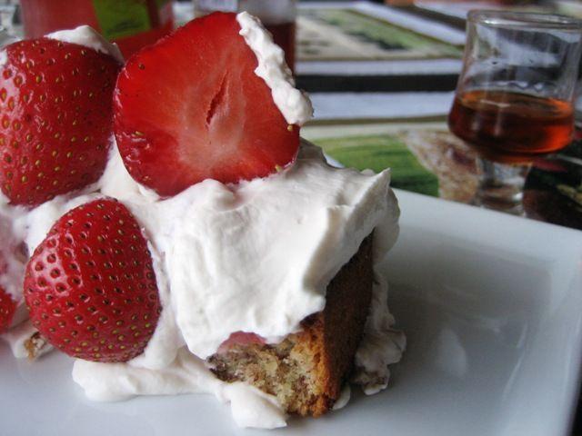 mandeltærte med mascarponecreme og jordbær