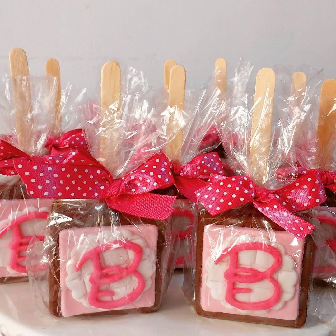 """15 curtidas, 1 comentários - Jane Cake - Cake Designer (@janecakee) no Instagram: """"#bolobombom #minnierosa #chocolate #janecakee"""""""
