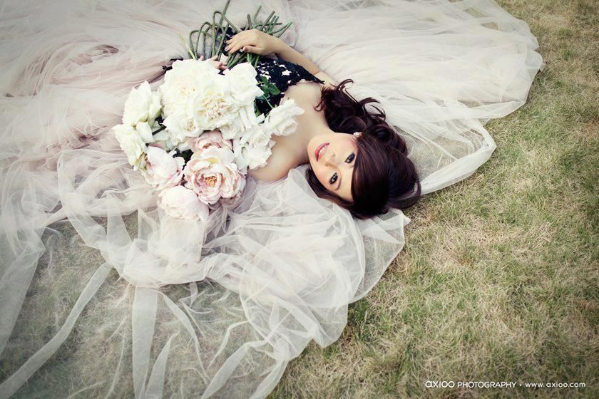 Mềm mại trong bộ váy cưới ấn tượng!