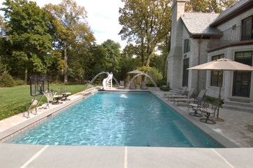 Highland Park, IL Swimming Pool and Raised Water Wall (met
