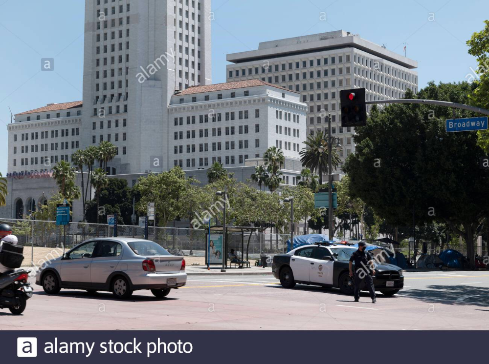 Los Angeles Ca Usa April 22 2020 Tents Of The Homeless Line The Streets Around City Hall Where Police Block Roads During The Operati In 2020 City Hall Street City