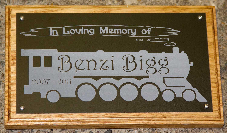 image gallery oval aluminium memorial plaque. Black Bedroom Furniture Sets. Home Design Ideas
