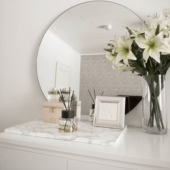 Round Mirror Ideas For Your Entryway Bedroom And Living Room Round Mirror Decor White Dresser Decor Mirror Decor