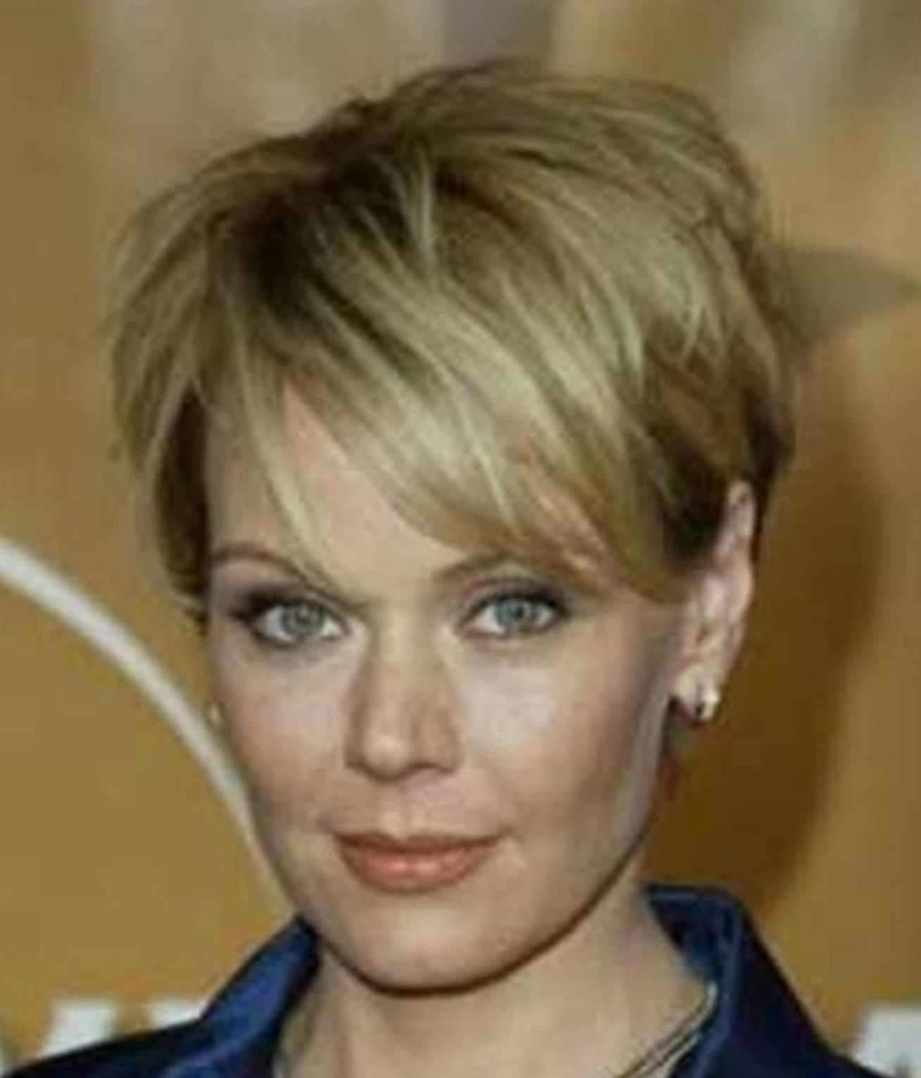 This Short Stacked Haircut Is Perfect For Thick Hair Long Crown